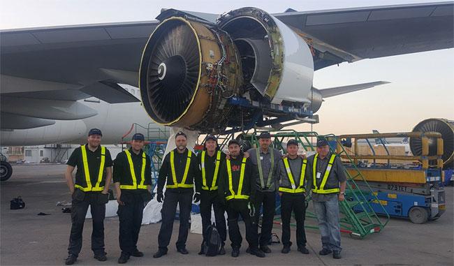 L'équipe d'Air Atlanta qui a réparé l'avion